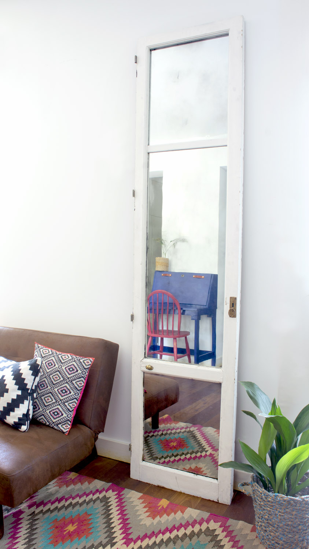Antes y despu s de vieja puerta de cristal a espejo for Como barnizar una puerta vieja